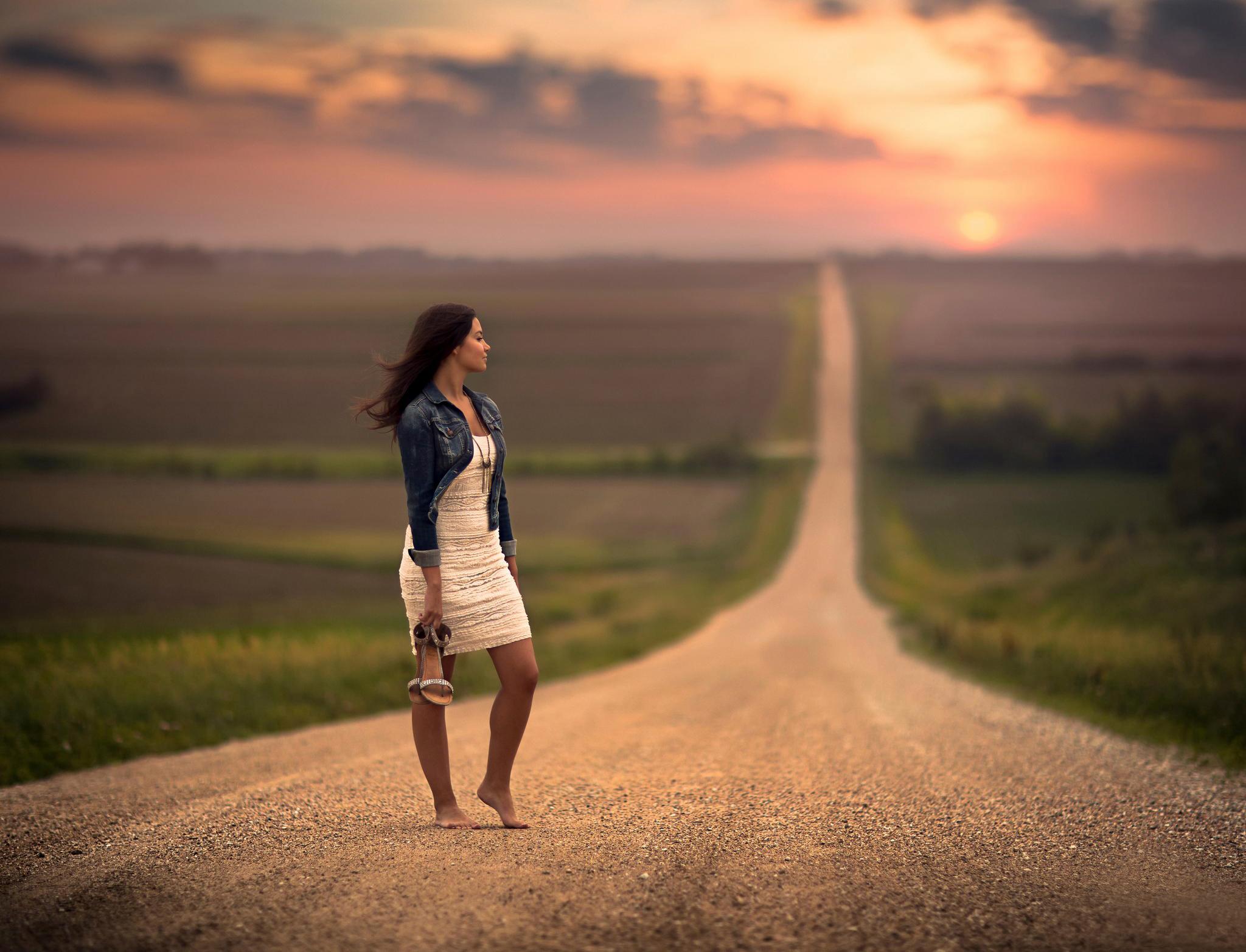 576055 boke ojidanie bosaya devushka plate prostor doroga 2048x1566 www.GetBg .net  Психотерапия:  изменить жизнь или оставить все, как есть?